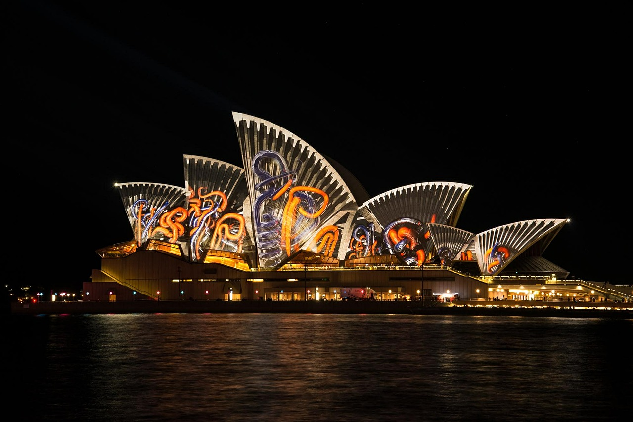 7 appealing night shots of Opera House - NepaliPage