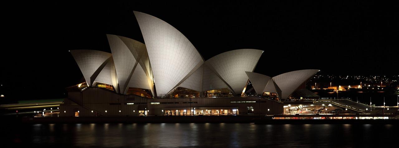 7 appealing night shots of Opera House - NepaliPage
