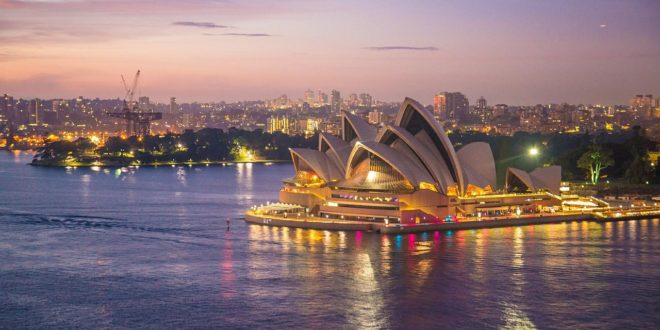7 appealing night shots of Opera House